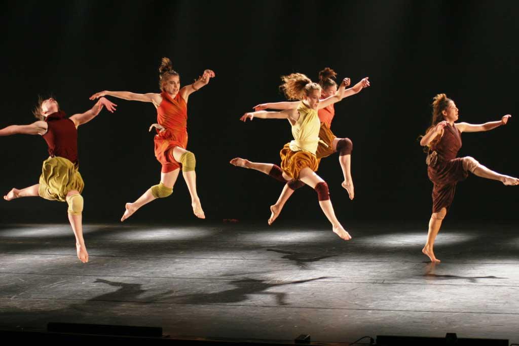 Israeli Dance by Avinatan